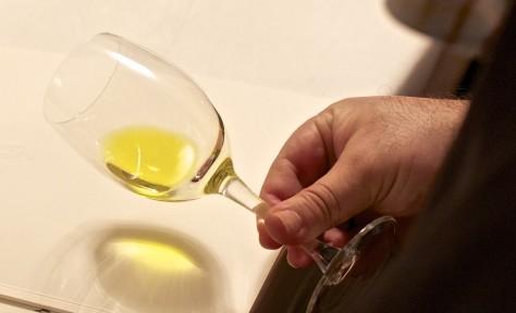 El color amarillo es propio de aceites menos amargos y picantes. / O