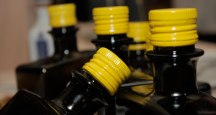 Botellas de AOVE de la variedad brava gallega. / OLEI