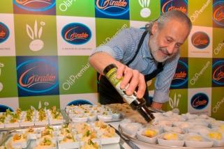 El chef Manuel de la Osa, en un momento del showcooking. / SY-O